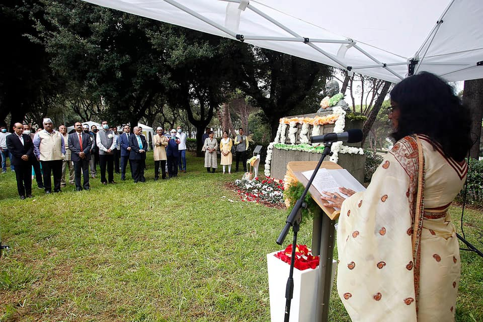 Gandhi Jayanti celebration at Gandhi Square in Rome (2 Oct 2021)